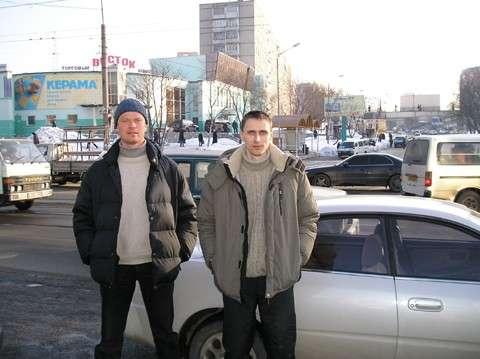 Слева Алексей