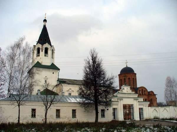 Смоленск. Петропавловская церковь и церковь Св. Варвары.