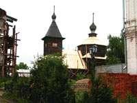Деревянная церковь на территории Троицкого монастыря
