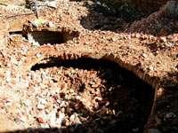 остатки старых подвалов - на этом месте строят новый дом