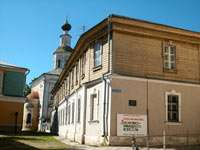 на заднем плане церковь Спасо-Преображения