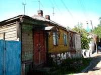 Живописный старый деревянный дом