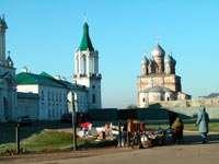 Вид на Спасо-Яковлевский монастырь от гостевого паркинга