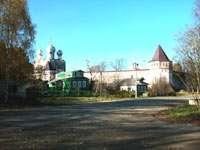 Монастырь - вид с дороги Ростов-Углич