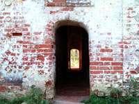 Красивые кривые двери-проходы