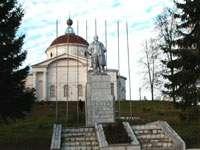 Памятник Ленину стоит на фундаменте снесенной часовни