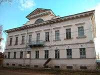 Самый центральный и самый помпезный дом в Мышкине