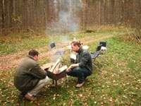 Охотники поесть на привале