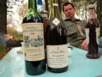 Все главное в одном кадре: вино, мангал и Ваш покорный слуга
