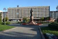 Гостиница Рижская, памятник княгине Ольге Зураба Церетели
