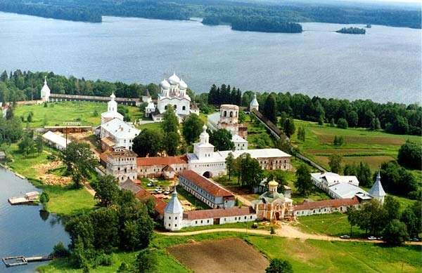 Вид монастыря с высоты птичьего полета несколько лет назад