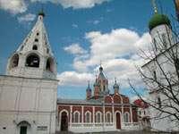 Колокольня и Тихвинский собор