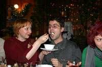 Серегу кормят с ложечки