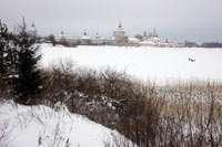 Вид на монастырь с Сиверского Озера