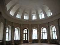 Овальный центральный зал