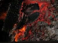 Угли готовы для приготовления ребрышек