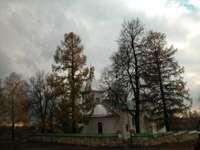 церковь - вид с подходящей к ней дороги