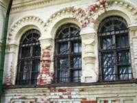 Собор Федора Стратилата: решетки повторяют рисунок изразцов