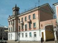 Дом с башенкой на углу Трехсвятской