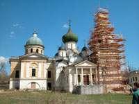 Успенский (справа) и Троицкий (слева) соборы