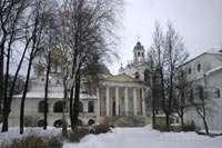 Церковь Ярославских чудотворцев, слева - Спасо-преображенский собор