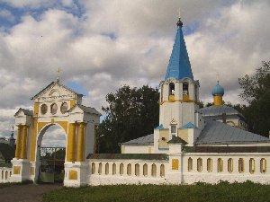 Советск. Церковь на кладбище
