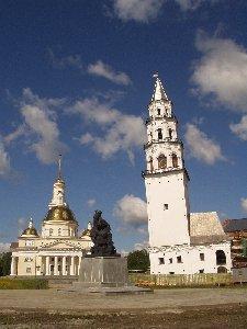 Невьянск. Собор, памятник Демидову и башня