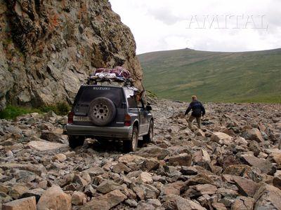 На спуске с перевала Ак-Коль