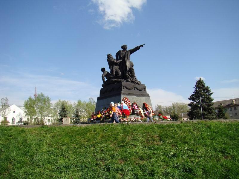 Вязьма памятник генерал-лейтенанту Ефремову