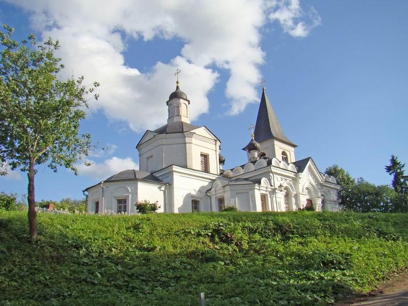 Таруса Воскресенская церковь