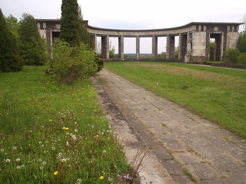 http://galeria.pultusk.biz/cmentarz/3.jpg