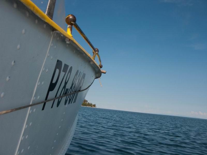 путешествие по ангаре на моторной лодке