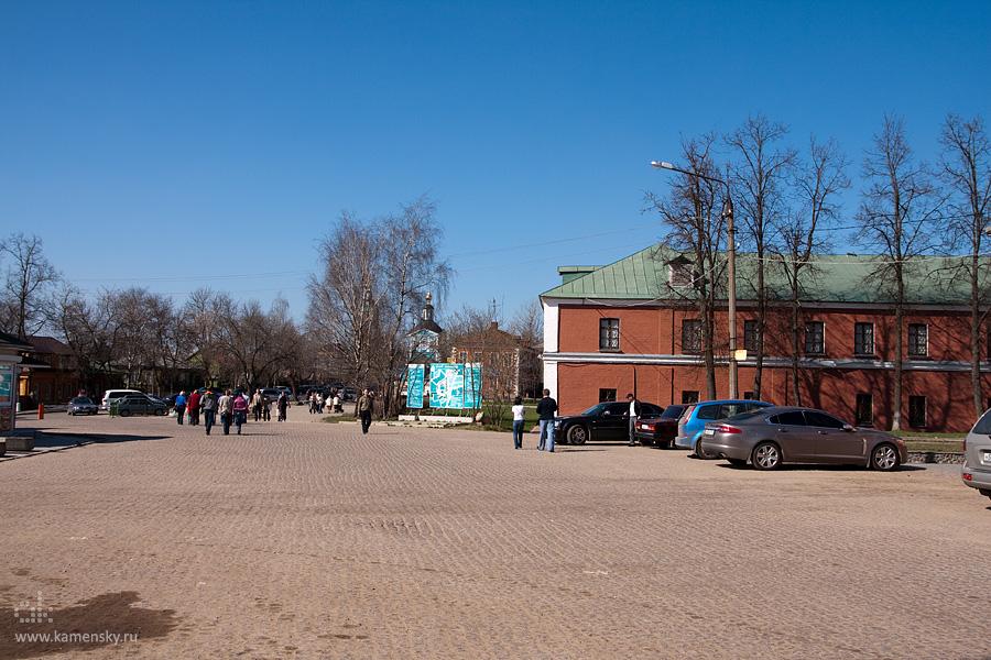 Площадь у уточьей башни, Сергиев Посад