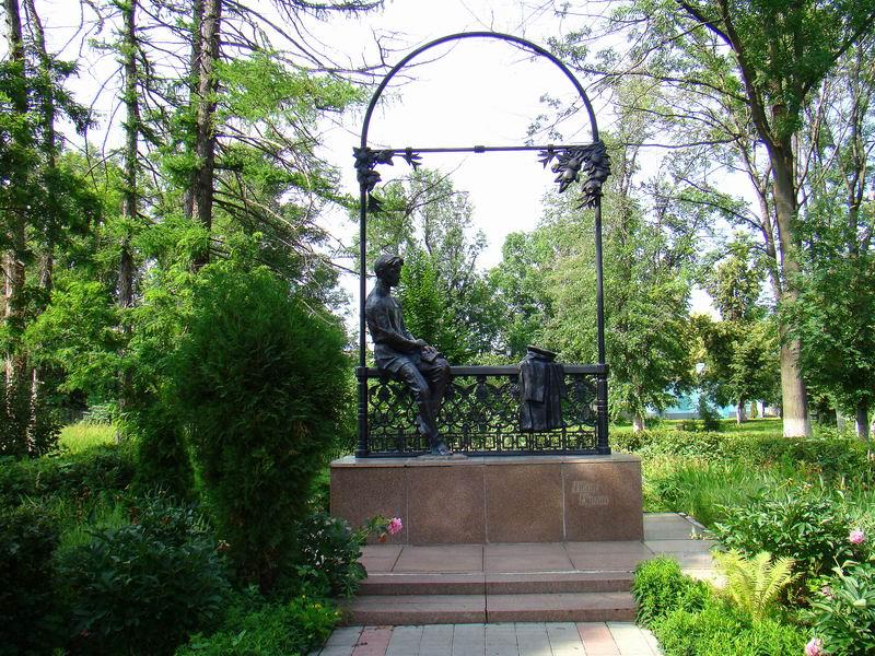 Елец Памятник Бунину в городском парке