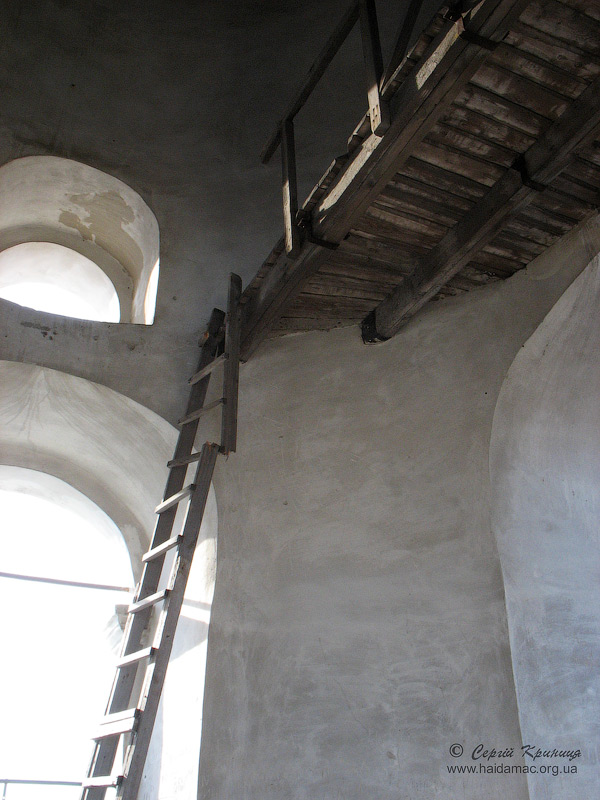 на дзвіниці Троїцького монастиря