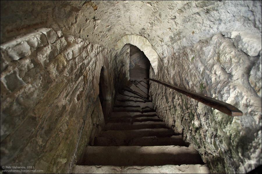 Каменец-Подольский, колодец