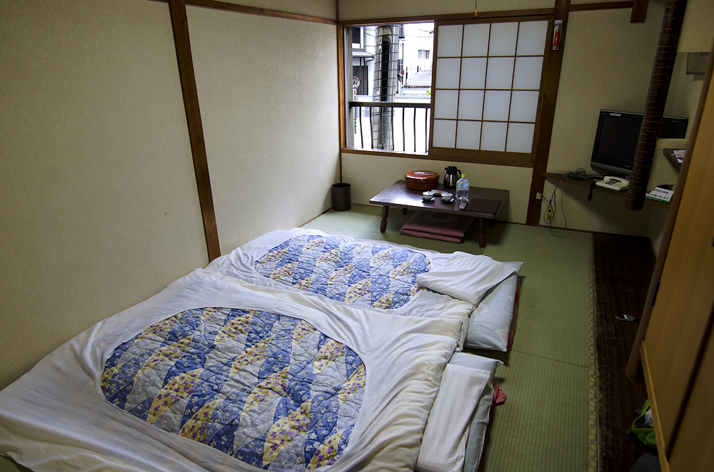 Японка Коната в токийском отеле любви