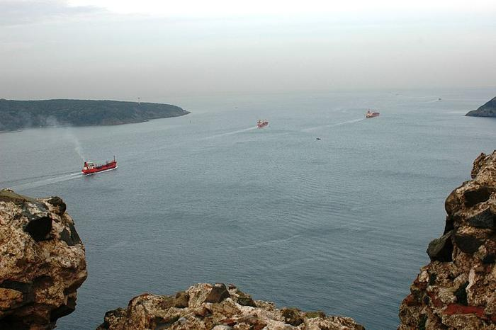 Босфор, встречающий Черное море