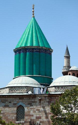 знаменитый бирюзовый конусообразный купол музея Мевляны